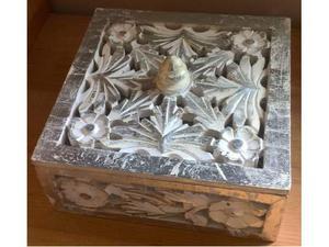 Scatola in legno bianco
