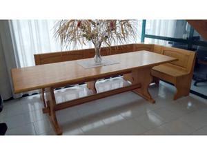 Tavolo in legno con cassapanca