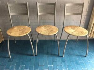 Tre sedie metallo e paglia