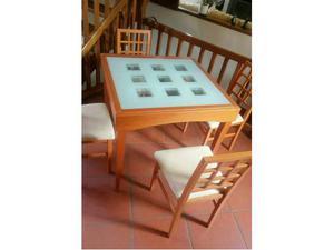 Vendo tavolo con quattro sedie