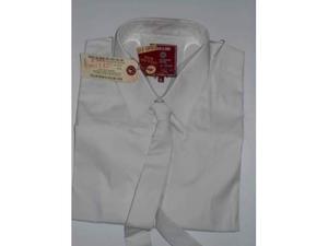 Camicia bianca con cravatta abbinata
