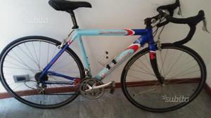Bici da corsa in alluminio e carbonio