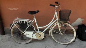 """Bicicletta da donna da stazione 26"""" con cestino"""