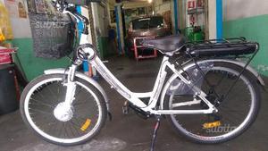 Vendesi Bicicletta Elettrica Mercedes Posot Class