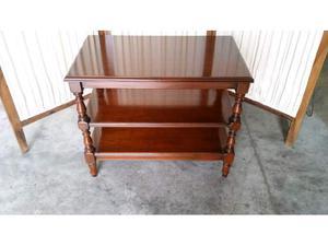Vendo Tavolino a tre ripiani in legno massello