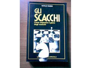 Manuali di scacchi, varie edizioni.