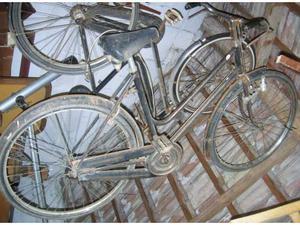 Bicicletta da donna con freni a bacchetta anni '50