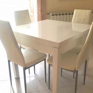 Tavolo bianco lucido 90x90 allungabile e 4 sedie