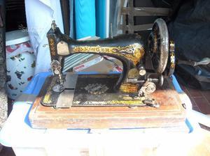 Macchina da cucire singer con valigetta in legno posot class for Tavolo macchina da cucire singer