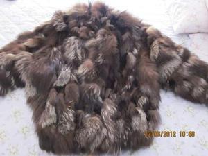 Pelliccia di volpe argentata, a ritagli, color marrone