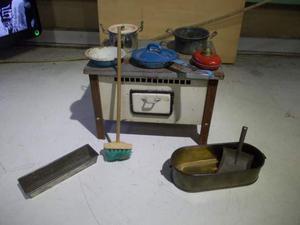 Vecchia cucina in latta anni  con vari accessori,