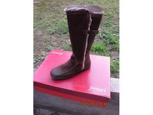 Vendo stivali da donna con interno in pelo,color marrone,