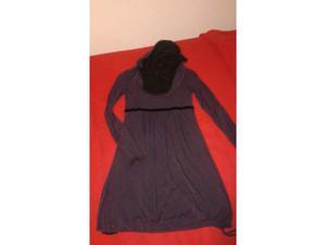 Vestito viola con cappuccio