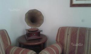 Grammofono e Orologio a pendolo