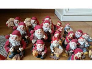 37 babbi natale e statuette in terracotta di varie