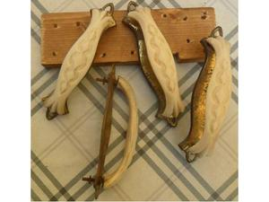 4 vecchie maniglie per mobili in osso di origine bovina -