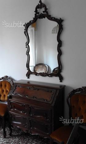 Mobile da salotto con ribalta del 700 posot class - Cassettiera con specchio ...