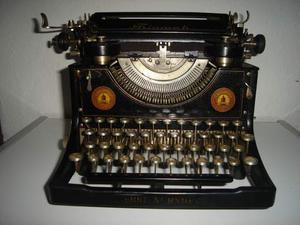 Macchina da scrivere da tavolo triumph mod standar anno