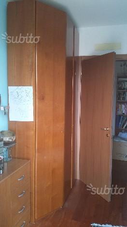 Armadio ad angolo con cabina armadio a specchio