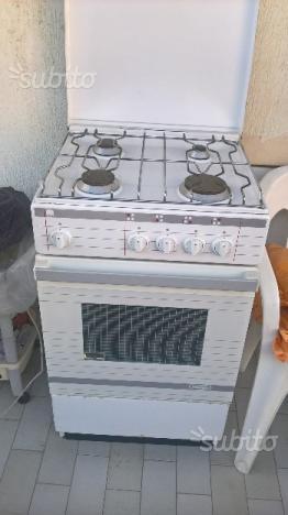 Cucina e forno a gas De Longhi