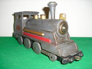 Vecchio giocattolo trenino locomotiva di legno