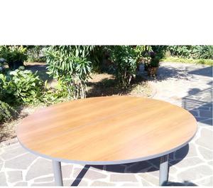 Tavolo in legno color noce chiaro posot class for Tavolo rotondo legno chiaro