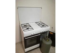 Cucina a gas con la bombola posot class - Bombola gas cucina ...