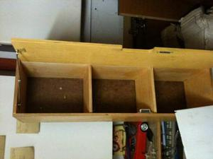 Mobiletto a scaffali in legno con cerniera
