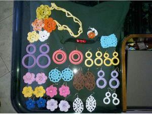 Orecchini collana e braccaili fatti a mano all' uncinetto