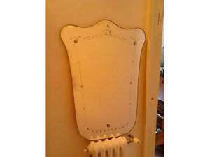 Specchio da parete vintage art decò sagomato con decoro