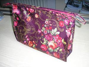 Splendida borsa donna viola con fantasia a fiori