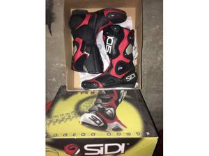 Stivali in pelle da moto racing marca SIDI