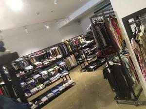 Stock  capi abbigliamento Italiano uomo/donna/bambino