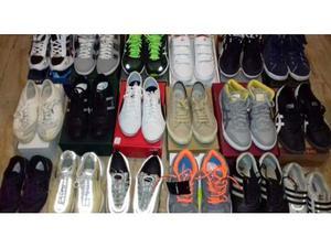 Varie scarpe, nuove e usate, da uomo, donna e bambino