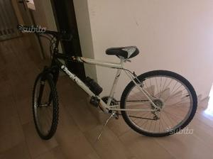 Bicicletta mountain bike 26 usata con accessori