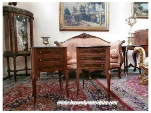 Coppia di comodini stile Luigi XV a tre cassetti