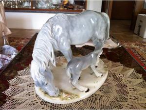 Gruppo equestre in porcellana