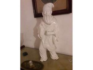 Monaco cinese in ceramica bianca