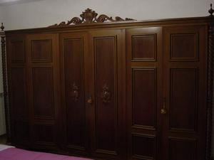 Armadio a 6 ante e letto matrimoniale in legno massello
