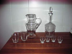 Brocca, bottiglia con tappo, 4 bicchierini e 2 bicchieri