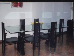 Tavolo in vetro con base in marmo+sei sedie in pelle