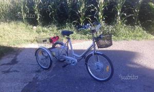 Bicicletta a tre ruote per adulti anziani posot class for Bicicletta per tre persone