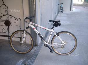 Mountain bike da donna Specialized