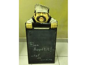 Lavagna in legno da terra o appesa con figura Chef