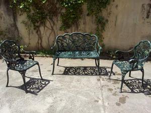 Tavolo rotondo in ferro battuto con sedie e poltrona a due