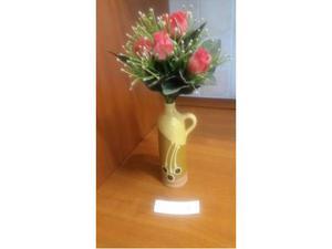 Vaso in ceramica con fiori