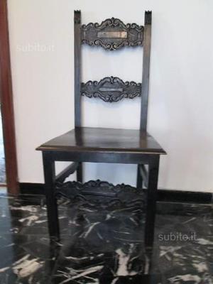 Antica sedia vescovile in legno colore nero