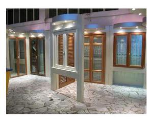 Doppie finestre in alluminio colore bronzo posot class for Finestre pvc usate