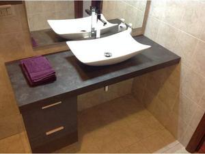 Mobile bagno completo di lavabo, rubinetto, specchio con