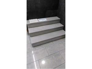 Soluzione in piastrella per scalini posot class